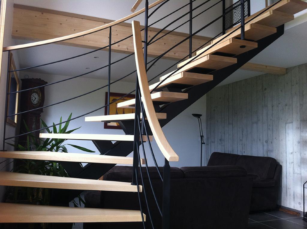 Fabrication et pose d 39 escaliers en bois entreprise sauvage - Escalier interieur maison ...